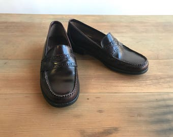 da8b4f29e86 Vintage Leather Penny Loafers Shoes Size 5 By GH Bass Weejuns