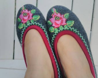 Slippers embroidered wool size 38