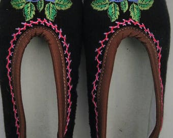Slippers embroidered wool size 40