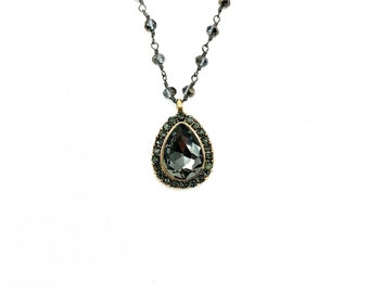 Classy small drop necklace