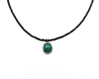 Green quartz rosette necklace