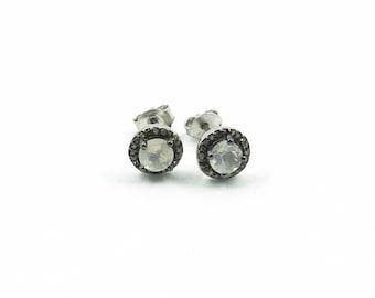 Classy earrings (moonstone)