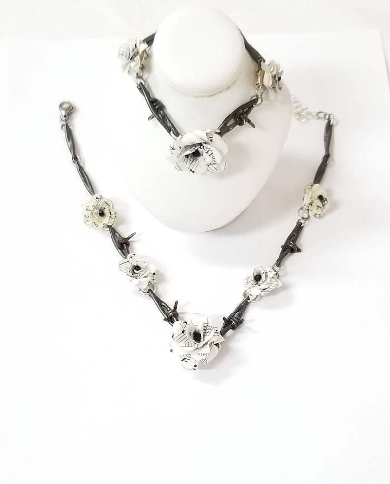 Barbed wire choker necklace and bracelet jewelry set authentic steel barbed wire jewelry set with paper flowers and glass rhinestones