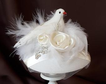 """Braut Kopfschmuck Fascinator Taube Weiß Satin Strass Federn Headpiece Hut """"Colombe"""" romantisch elegant festlich Hochzeit Brautmode Taufe"""