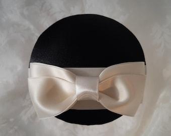 """Fascinator Schwarz Creme Schleife """"Marie"""" Headpiece Hut Kopfschmuck Hochzeit elegant romantisch Accessoire festlich"""