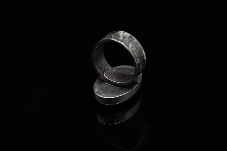 Handicraft A unique natural stone Silver adjustable ring with Labradorite Beautiful color Stone size: 27mm x 17mm