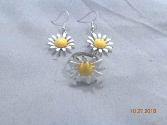 Vintage 1960's Daisy Ring and Earrings