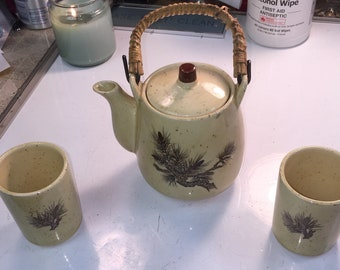 Vintage Japenese Teapot with 2 cups Pine design