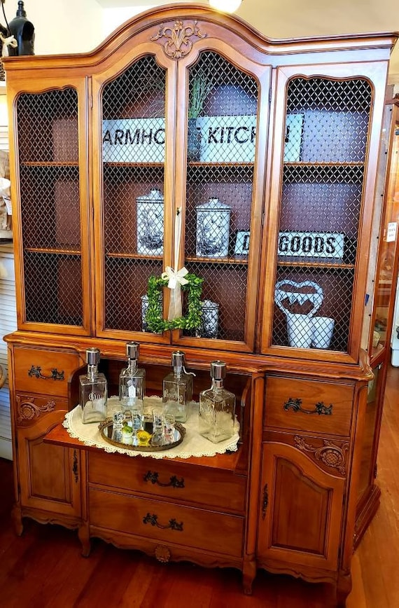 Large Dinning Room China Cabinet/ Hutch