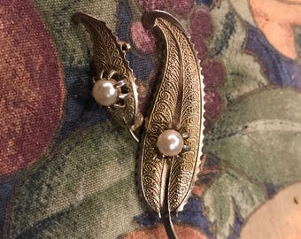 lovely gold and pearl leaf pin set