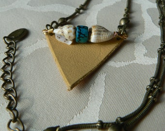 Ethnic necklace - Bohemian, Bronze chain, Triangle leather Beige Camel, Tahitian shells, wooden beads, woman.
