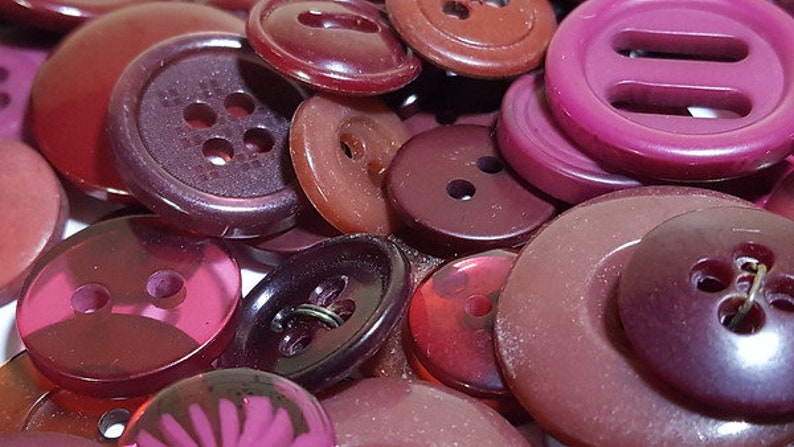 Lot 100 Mixed Assorted BURGUNDY WINE PLUM Vintage /& Newer Wholesale Bulk Buttons Home Schooling Learning Kids Craft Free Shipping