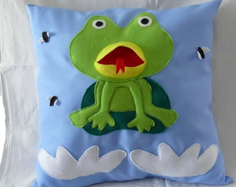 """Story """"The big mouth frog"""" pillow"""