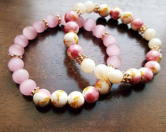 Pink and flowered beads beaded bracelet for spring!