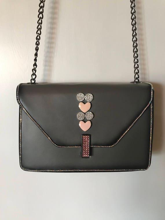 Ornée de bijoux de sac à main, bandoulière chaîne en métal, sacs à main au fusain, bandoulière, sacs à main femmes, sac, accessoires pour la Saint-Valentin, Handba gris en bandoulière
