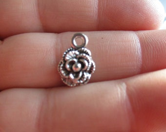 Set of 10 Flower Charms