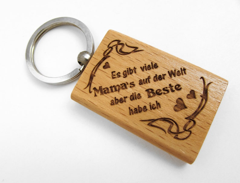 Wood key pendant There are many mom's in the world but image 0