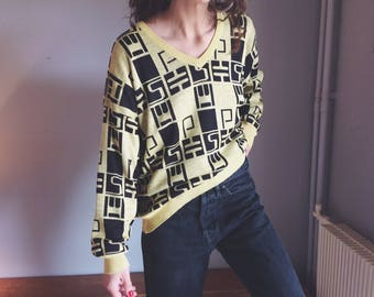 Vintage black & yellow patterned v-neck soft feel light sweater
