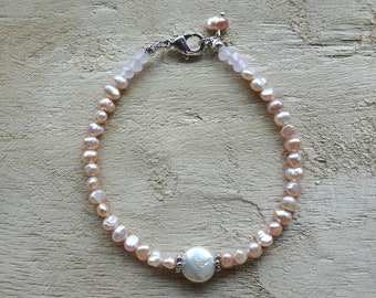 Bracelet of freshwater pearls and glass beads