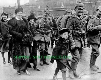 World War I - Photo Print - German troops set out for the war in August 1914