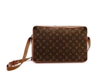1e451a7bafa0 Authentic Vintage Louis Vuitton Sac Bandouliere 33 Monogram Canvas Leather  Crossbody Messenger Bag