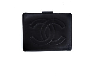 cdd1fa906708c8 Authentic Vintage Chanel Black Lambskin Leather Mid-size Clutch Coin Purse  Wallet w/ Kiss Closure