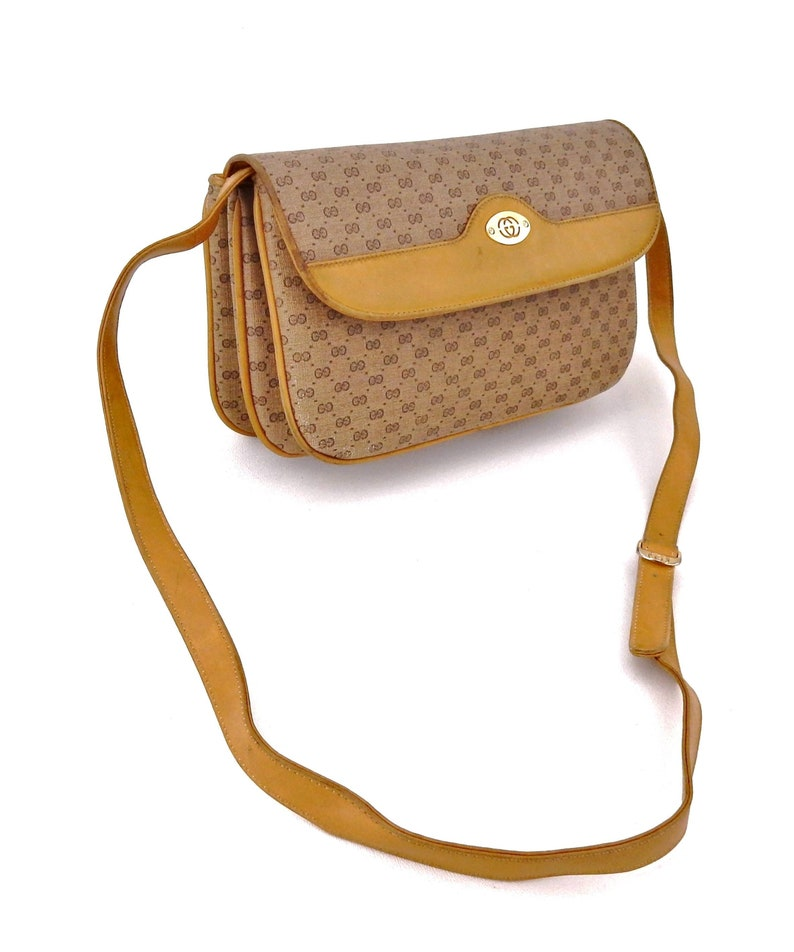 9a0e43a1ee390 Vintage Gucci Supreme Micro GG Monogram Canvas Leather Shoulder Crossbody  Bag Italy