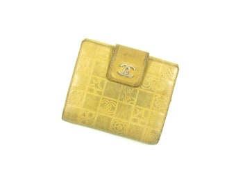Authentic Vintage Chanel Clutch Charm Icon Leather Compact Bifold Wallet Italy