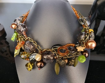 Choker necklace with charms with beads, bronze chain