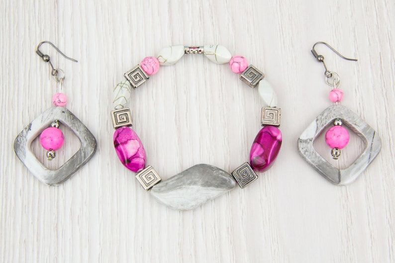 Pink gray beaded princess necklace Boho Everyday Casual Gift for her Office wear jewelry Geometric necklace Rhomb Rhombus Medium pink