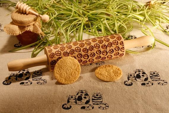 Pumpkin pattern rolling pin. Halloween theme embossing rolling pin. Halloween. Jack-o'-lantern cookie stamp
