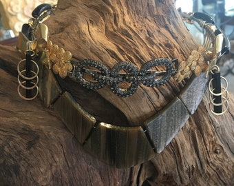 Black and gold bow crown