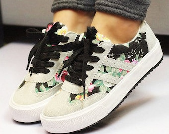 Flowered painted sneakers