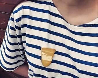 Wooden brooch / model sailor