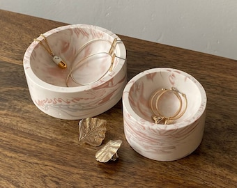 Marbled ring bowls, jewellery dish, trinket dish in white and pink
