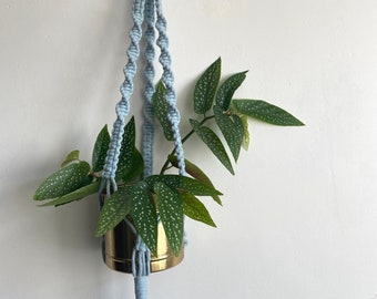 Macrame plant hanger in baby blue / pale blue