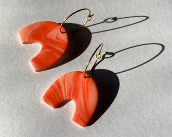 READY MADE |  Arch earrings in marbled coral orange