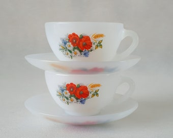 Set of 2 vintage 1970 Arcopal France opaline, opaque, milk glass 'Anemones' poppy flowerpattern coffeecups, teacups, espressocups & saucers