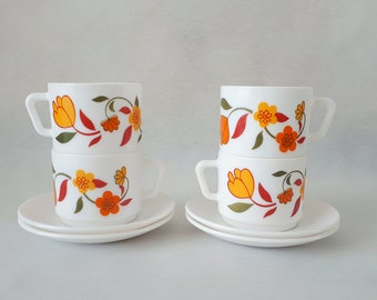 Set of 4 vintage 1970 Arcopal France opaline coffee cups/tea cups and saucers orange-red-green flowers