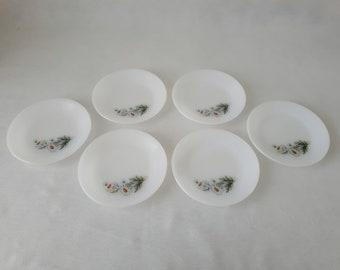 Set of 6 vintage Daisy Arcopal France dessert plates opaline, opaque, milk glass