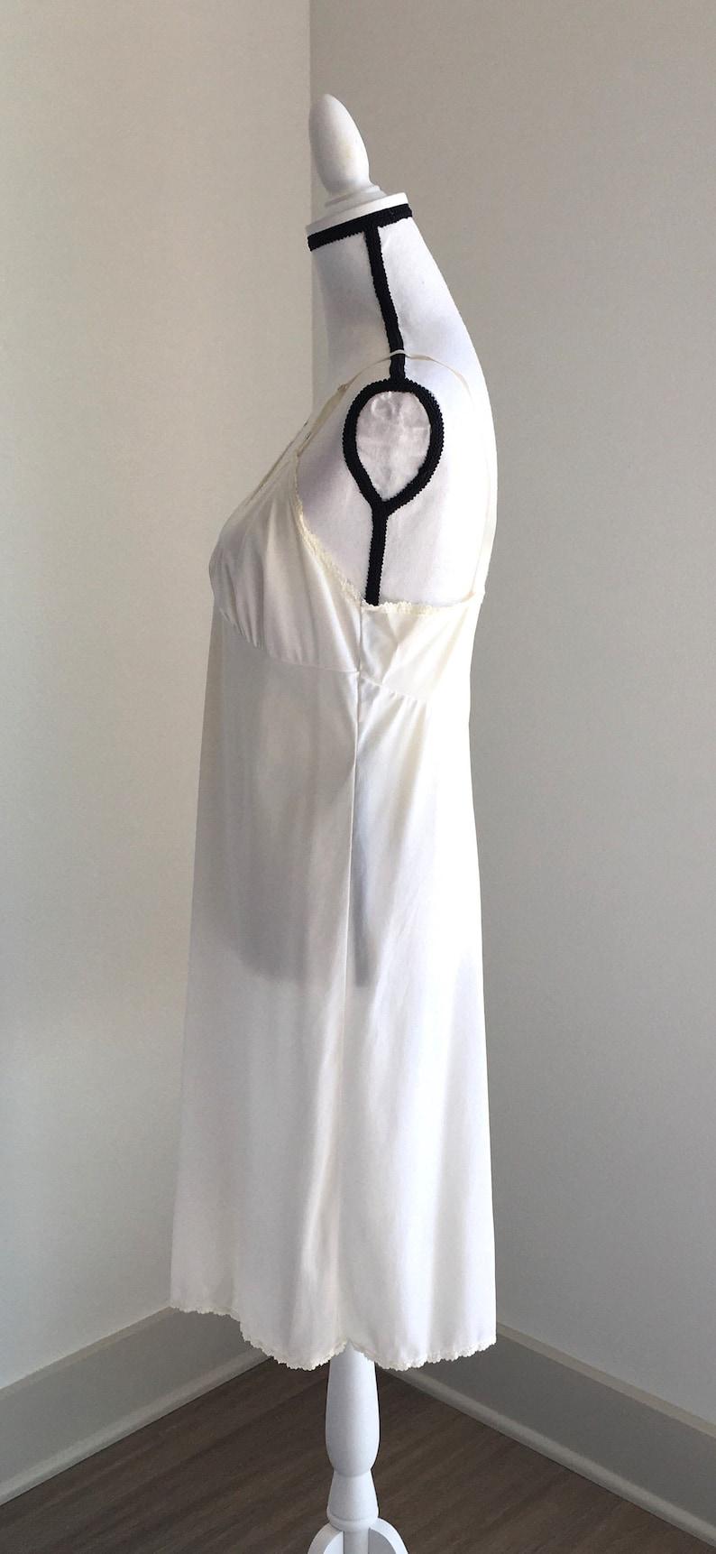 Vintage Kayser,1960s Dress Slip,1960s Nylon Full Slip,Vintage Ivory Nylon Slip,Vintage Midi Slip,Vintage Slip with Lace