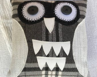 Owl cushion, owl pillow, cute owl applique, Mother's Day gift, owl lover gift, bird lover gift