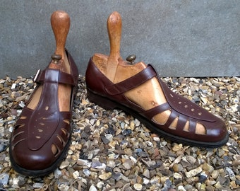 Easy men's fisherman sandals, vintage, brown leather, UK size 8.5 mid to late 20th century
