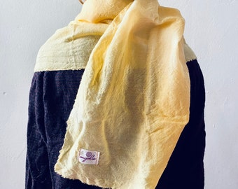 Wool cloth for children plant dyed with Orleansaat