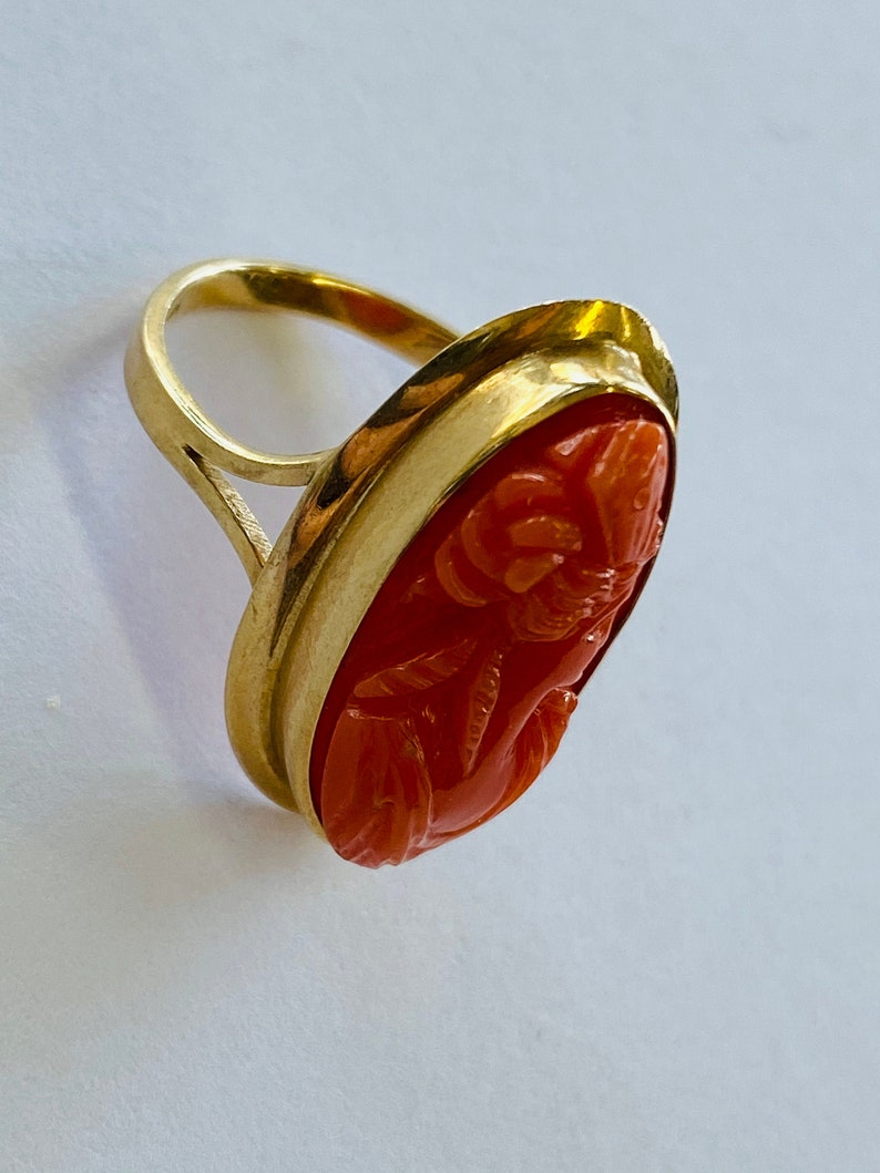 or 6.75 14K Yellow Gold and Oval Coral Statement Ring BAND SIZE 6 34 *VINTAGE*