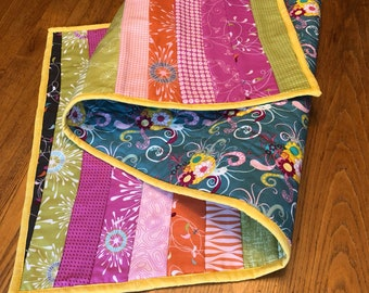 Spring Table Runner / Quilted Table Runner/ Handmade Quilted Spring Table Runner / Easter Table Runnet