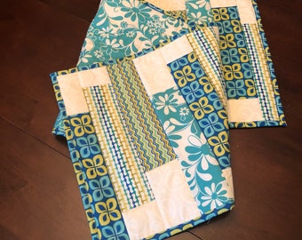 Quilter Sunny Table Runner / Quilted Table Runner / Summer Table Runner / Beach Table Runner / Quilted Spring Table Runner / Table Runner