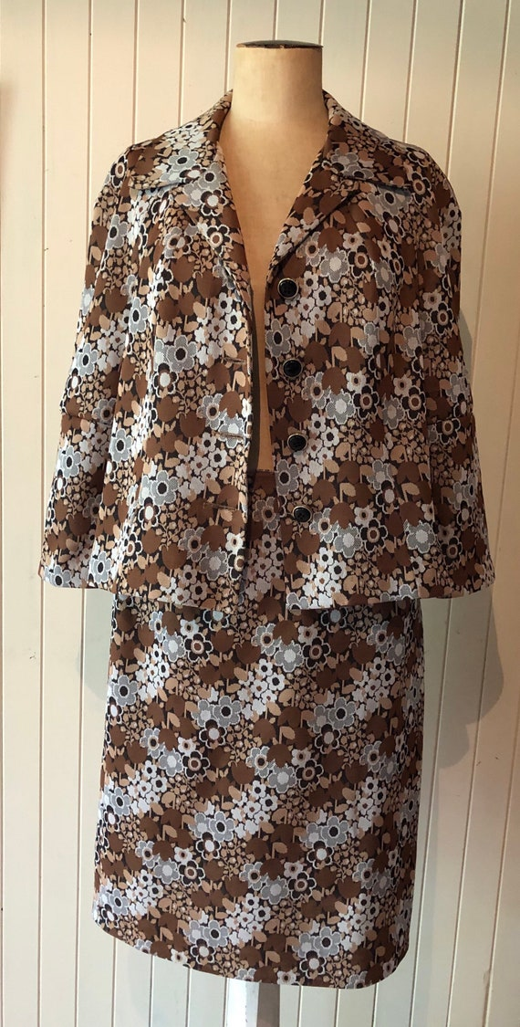 Vintage 1960s ladies suit.  Two piece set.  Brown… - image 6