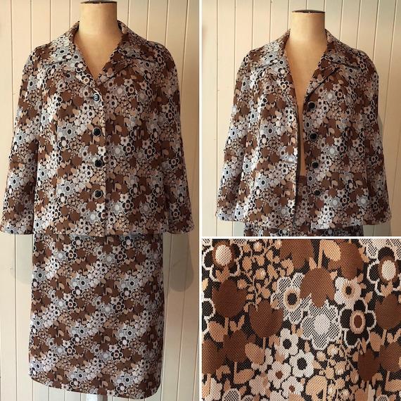 Vintage 1960s ladies suit.  Two piece set.  Brown… - image 1