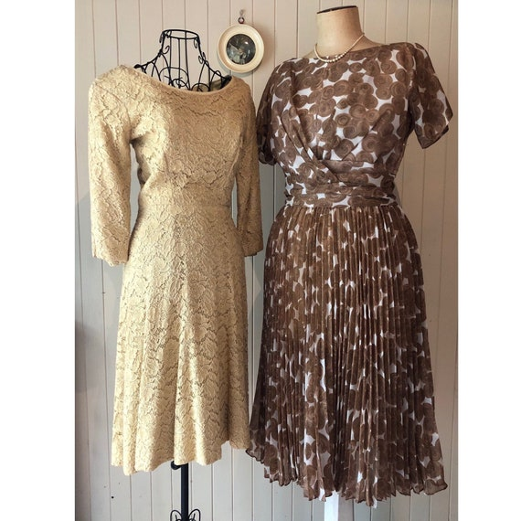 60s Cream lace dress with metal zipper - image 1